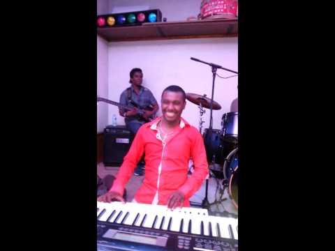 WAWA SUR PIANOOO à BESANCON JUIN 2014