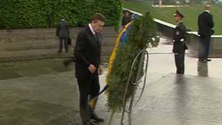 Янукович и венок .mpg(, 2010-05-17T14:43:22.000Z)