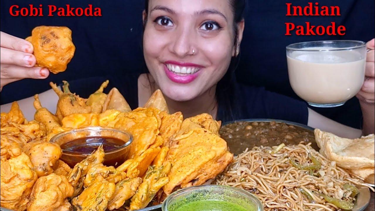 Eating Aloo Pakoda, Pyaj Pakoda, Mirchi Bhaji, Gobi Pakoda, Bengan Pakoda, Paneer Pakoda Mukbang
