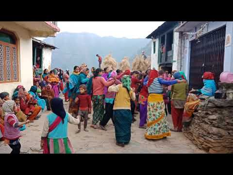 Kaan ma double jhumka garhwali video song from peeda dhanpur
