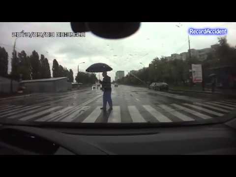 Những pha tai nạn khủng khiếp của xe ô-tô với người đi đường