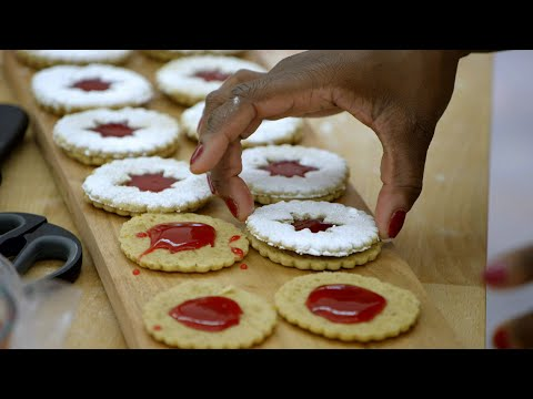 Linzer Cookies Test The Bakers' Technical Skills - The Great American Baking Show: Holiday Edition
