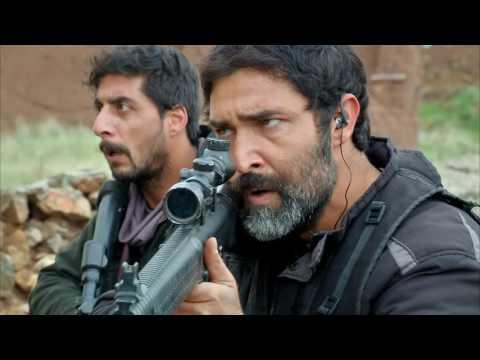 Serdar Yüzbaşı ile Doktor, Naza'yı teröristlerden kurtarmaya çalışıyor.   SUNGURLAR 017