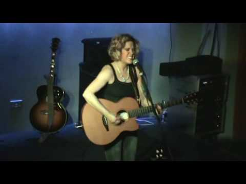 Amy Wadge - I wanna be loved : Marrs Bar, Worcester, 29th March 2009