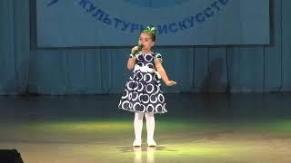 Даша Гладченко 5 лет. Крылатые качели