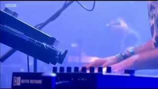 CHVRCHES - Lies (Live at Glastonbury 2014)