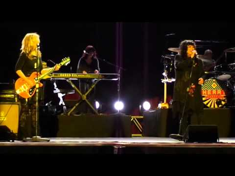 Heart says goodnight to Vancouver--Misty Mountain Hop--Live @ PNE 2012-08-18
