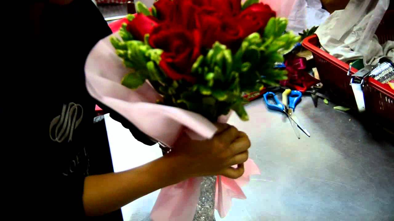 Wrapping A Bouquet At Noel Youtube