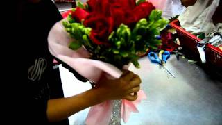 Repeat youtube video Wrapping a bouquet at Noel