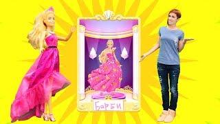 Маша выбирает наряд для Барби - Играем в Barbie Fashion