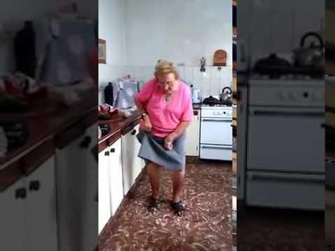 """""""Chispita"""", la abuela que baila cumbia y se volvió viral"""