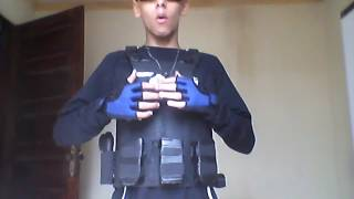 Meus equipamentos de papelao pintados:mp5,colete e pistolas
