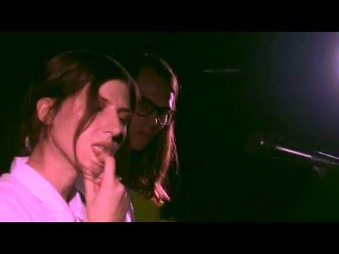 Aldous Harding - 'Horizon', live at Whammy Bar