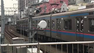 都営三田線6300形、東急5050系新丸子駅通過