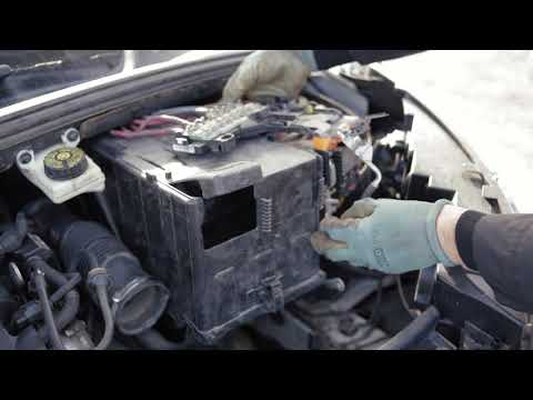 Замена аккумулятора на автомобиле Пежо 307, 308 Citroen C4 (2010-2015 гг.)