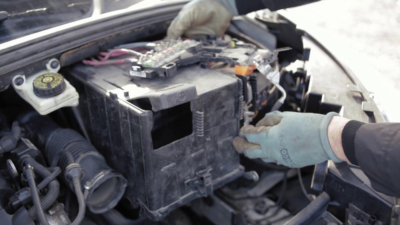 снятие клеммы аккумулятора ситроен с4 2012 года