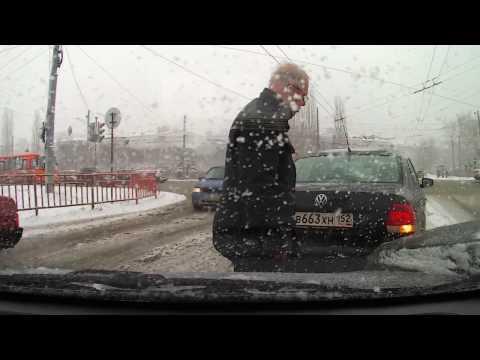 Нижний Новгород . Те , кто поспешил перейти на летнюю резину .