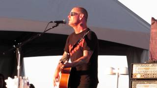 Corey Taylor performing acoustic version of Slipknot