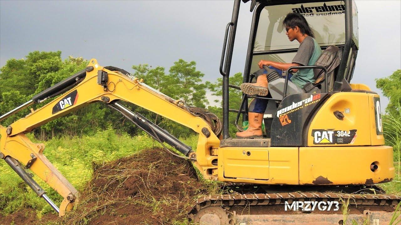 Berühmt Mini Bagger Excavator CAT 304E CR Clearing Brush - YouTube @HA_42