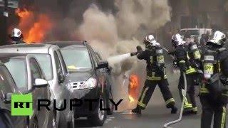 Припаркованные машины загорелись в ходе протестов в Париже