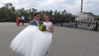 Свадьба: на руках через мост