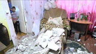 видео В квартире упал потолок