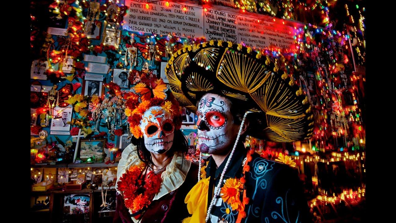 An image of people celebrating El Dia de los Muertos