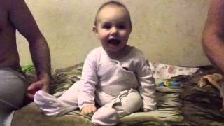 Малышка танцует под Какао белого цвета