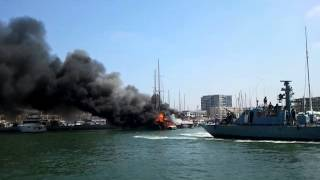 video 2013 08 30 14 16 12 3 yachts on fire Herzelia marine