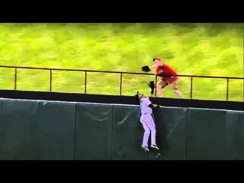 Rangers Fan robs Mariners' Franklin Gutierrez, Breaks into Gangnam Style
