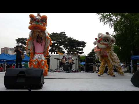 lion dance show in Konkuk Uni. Korea 2013