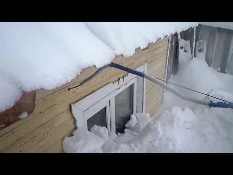 Откапываю дом от снега