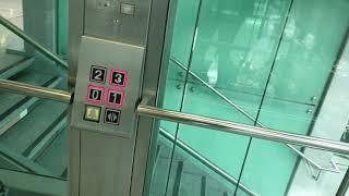 Defekter ThyssenKrupp Aufzug am Düsseldorf Airport