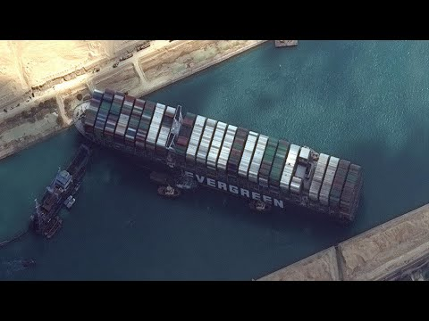 Diggers and dredgers fail to budge wedged Suez ship