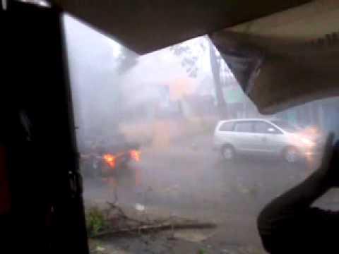 Badai di malang