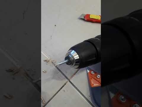 Как очистить швы между плиткой от старой затирки