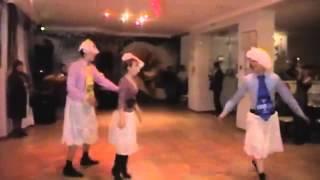 Пьяный танец лебедей на свадьбе