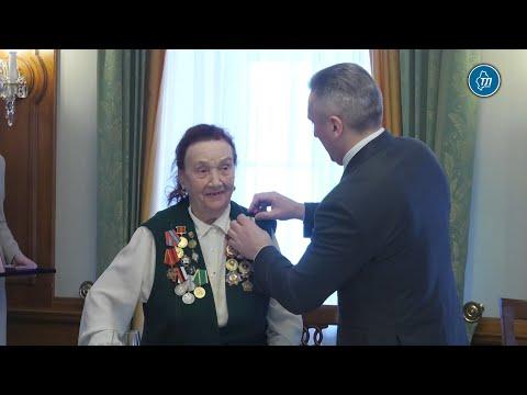 Глава Тюменской области вручил ветеранам медали к 75 летию Победы