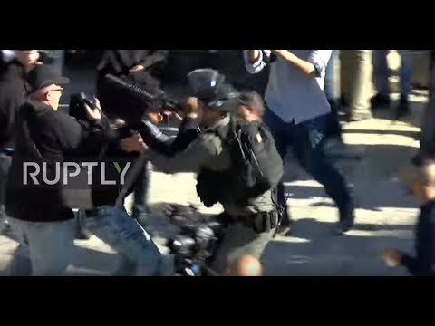 East Jerusalem: Clashes erupt between protesters and security forces at Damascus Gate