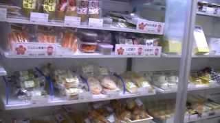 石川県小松市の小松空港1Fロビーの「空の駅こまつ」 地元産の野菜、果物...