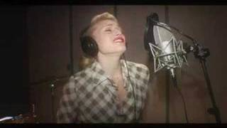 "Gwen Stefani ""4 In The Morning"" (In Studio)"