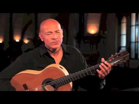 Gerard Edery performs Shalom Alechem
