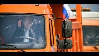 Ukraine-Konflikt: Wladimir Putin eröffnet die Krim-Brücke am Steuer eines Lkw welt