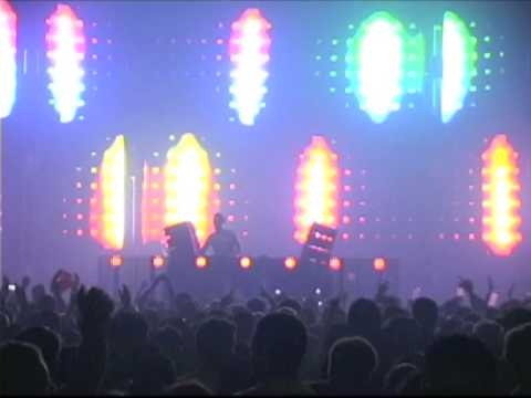 Three 6 Mafia  Feel It Tiëstos Feel It On The Floor Remix