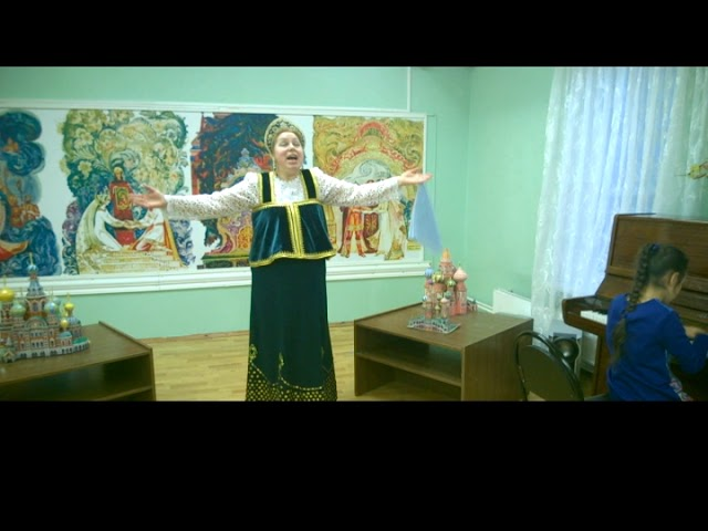 Изображение предпросмотра прочтения – ЛарисаЕрмолинская читает произведение «У меня в Москве - купола горят!» М.И.Цветаевой