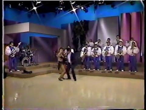 ADALBERTO MARTINEZ RESORTES BAILA CON ELIZABETH DE LUNA Y PLATICA ANECDOTAS