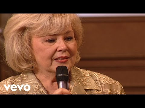 Bill & Gloria Gaither - There's Something About That Name [Live] ft. Gloria Gaither