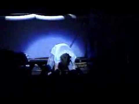 NIRVANA - Kurt cobain  Destruccion en Live San Pablo Stadiu