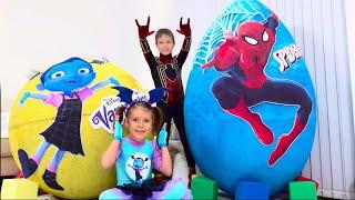 Дети не поделили игрушки Spiderman и Vampirina в огромных яйцах / Giant toy eggs with surprise