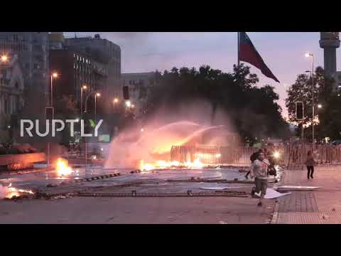 Chile: Chaos On The Streets Of Santiago As Protests Enter 8th Day
